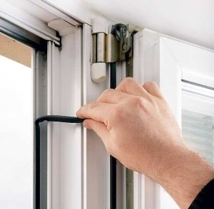 Замена уплотнителя на пластиковых окнах